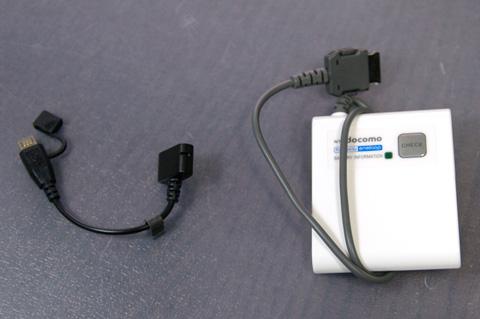 FOMA端子-microUSB端子切替ケーブルとFOMA用充電池